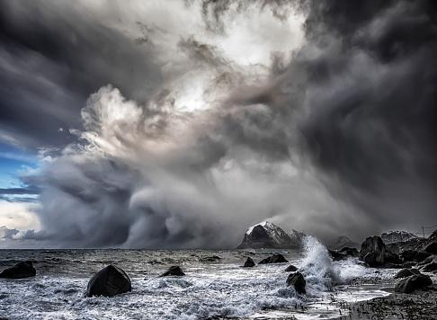 Extreme Weather「Polar Low approaching beach, Lofoten, Nordland, Norway」:スマホ壁紙(3)