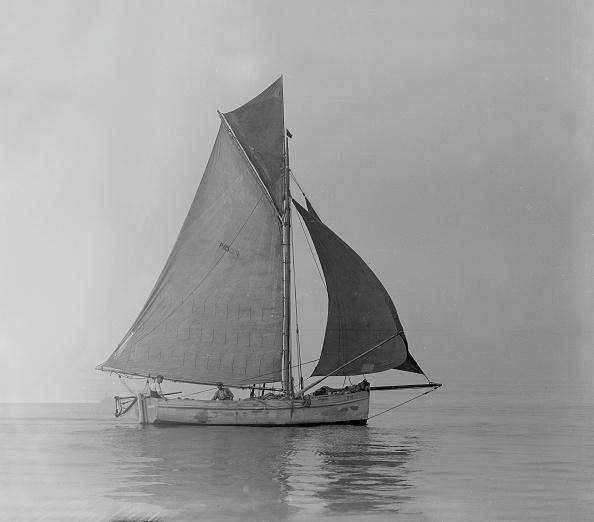Recreational Pursuit「Fishing Smack Under Sail」:写真・画像(15)[壁紙.com]