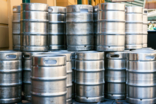 Beer - Alcohol「Stack of shiny stainless steel beer kegs outside of pub」:スマホ壁紙(5)
