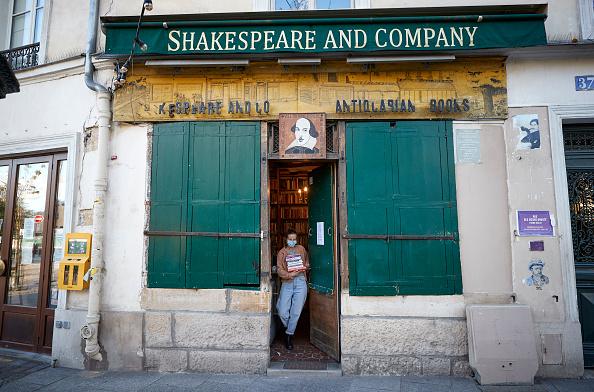 Paris - France「Second Generation Bookstore Risks Closure In Coronavirus Lockdown」:写真・画像(6)[壁紙.com]