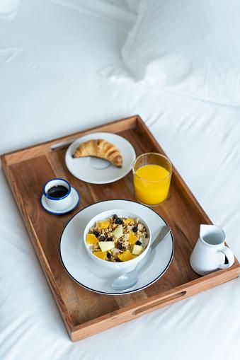 Granola「Breakfast tray on bed」:スマホ壁紙(9)