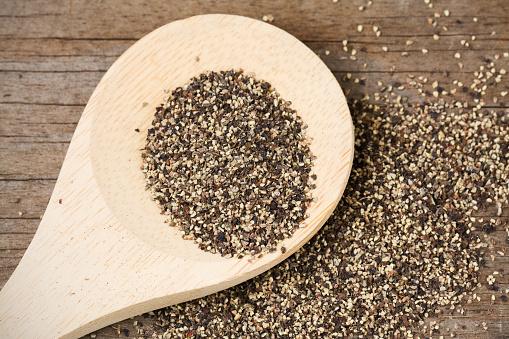 Pepper - Seasoning「Black Pepper on Wooden Spoon」:スマホ壁紙(14)