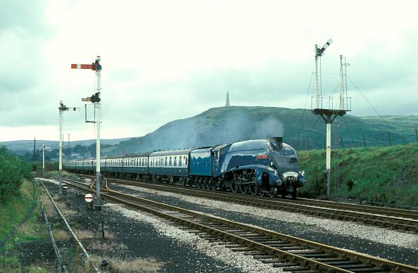 Mountain Range「Cumbrian Coast Express. Sir Nigel Gresley brings a train into Ulverston. 15.08.1978.」:写真・画像(15)[壁紙.com]