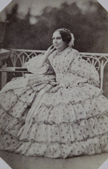 Bench「Lady In Dotted Bright Dress On A Garden Bench. Full-Length Seated. About 1865. Anonymous Photograph.」:写真・画像(15)[壁紙.com]