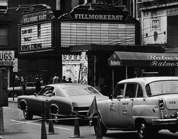 Outdoors「Marquee Of Fillmore East」:写真・画像(3)[壁紙.com]