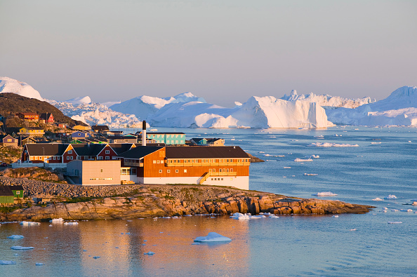 Town「Colourful houses in Illulisat on Greenland. Ilulissat is a UNESCO World Heritage Site because of the Jacobshavn Glacier or Sermeq Kujalleq which is the largest glacier outside Antarctica. The glacier drains 7% of the Greenland ice sheet and produces enou」:写真・画像(12)[壁紙.com]