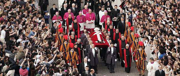 Peter Macdiarmid「The Procession For The Pope To St Peter's Basilica」:写真・画像(3)[壁紙.com]