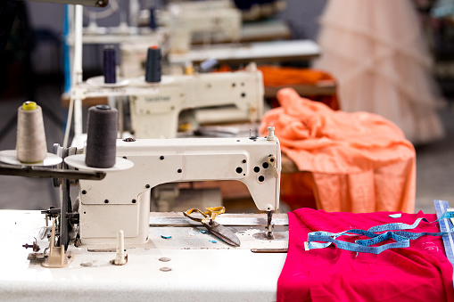 Sewing「Sewing or tailoring industrial hall with machinery」:スマホ壁紙(3)