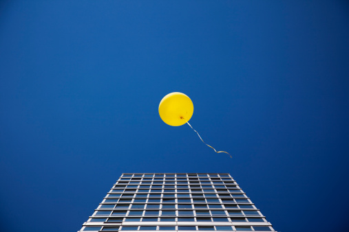 Escapism「Yellow balloon floating past single skyscraper」:スマホ壁紙(3)