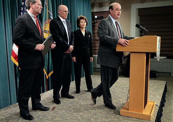 Michael Astrue「Bush Cabinet Members Discuss Social Security And Medicare Reports」:写真・画像(15)[壁紙.com]