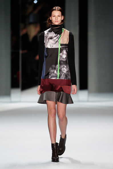 Gray Skirt「Schumacher Show - Mercedes-Benz Fashion Week Autumn/Winter 2014/15」:写真・画像(6)[壁紙.com]