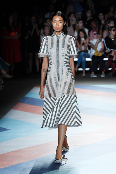 Mid Calf Length「Christian Siriano - Runway - September 2016 - New York Fashion Week: The Shows」:写真・画像(18)[壁紙.com]