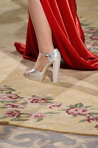 Ankle Strap Shoe「Liu Lisi: Runway - Paris Fashion Week - Haute Couture Fall Winter 2018/2019」:写真・画像(18)[壁紙.com]