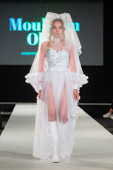Lantern Sleeve「Moulham Obid Runway - MQ Vienna Fashion Week.20」:写真・画像(17)[壁紙.com]