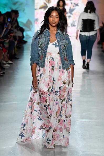 Pale Pink「Torrid - Runway - September 2017 - New York Fashion Week: The Shows」:写真・画像(5)[壁紙.com]