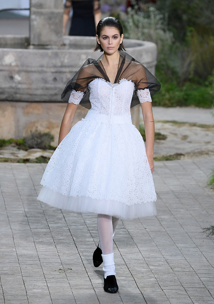 Chanel「Chanel : Runway - Paris Fashion Week - Haute Couture Spring/Summer 2020」:写真・画像(17)[壁紙.com]