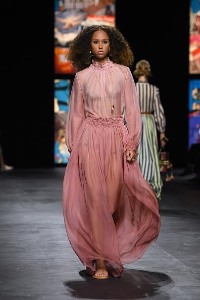 Catwalk - Stage「Dior : Runway - Paris Fashion Week - Womenswear Spring Summer 2021」:写真・画像(14)[壁紙.com]