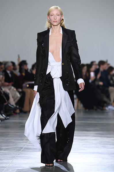 Catwalk - Stage「Schiaparelli : Runway - Paris Fashion Week - Haute Couture Spring/Summer 2020」:写真・画像(12)[壁紙.com]