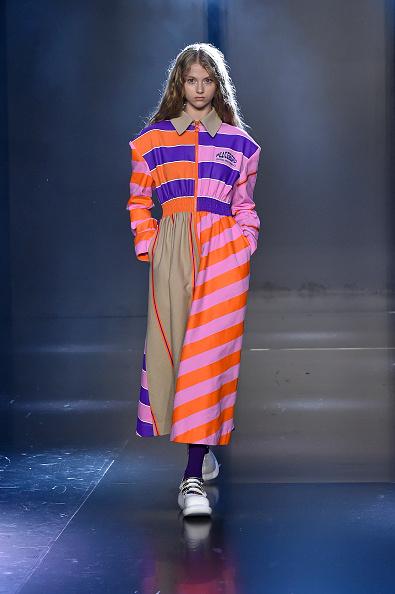 Orange Color「Tmall Cool China : Runway - Paris Fashion Week - Womenswear Spring Summer 2020」:写真・画像(12)[壁紙.com]