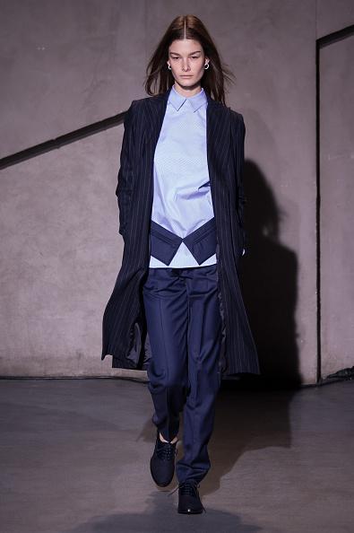 Blouse「Each X Other : Runway - Paris Fashion Week Womenswear Fall/Winter 2015/2016」:写真・画像(3)[壁紙.com]