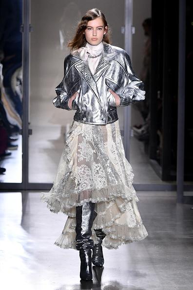 Beige「Zimmermann - Runway - February 2019 - New York Fashion Week: The Shows」:写真・画像(10)[壁紙.com]
