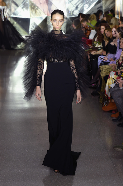 Black Color「Christian Siriano - Runway - February 2019 - New York Fashion Week」:写真・画像(9)[壁紙.com]
