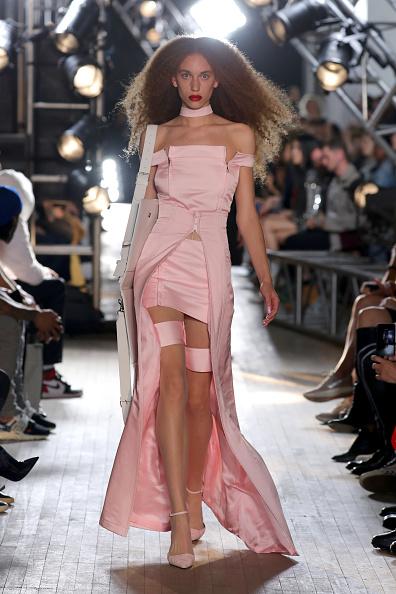 Pale Pink「TRESemme Helmut Lang Seen By Shayne Oliver - Runway - September 2017 - New York Fashion Week」:写真・画像(9)[壁紙.com]