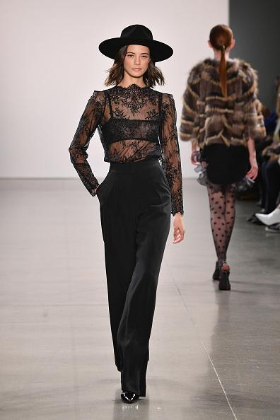 Top - Garment「Burnett - Runway - February 2019 - New York Fashion Week: The Shows」:写真・画像(4)[壁紙.com]