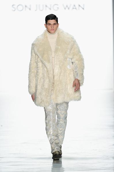 Fur Coat「Son Jung Wan - Runway - February 2017 - New York Fashion Week: The Shows」:写真・画像(14)[壁紙.com]