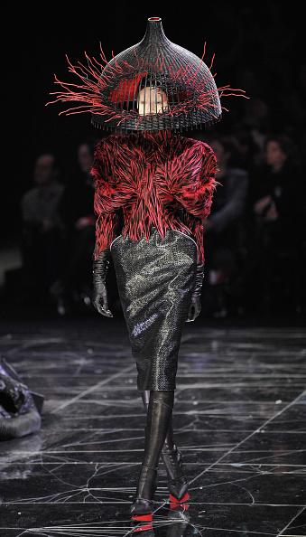 Alexander McQueen - Designer Label「Alexander McQueen: Paris Fashion Week Ready-to-Wear A/W 09」:写真・画像(2)[壁紙.com]