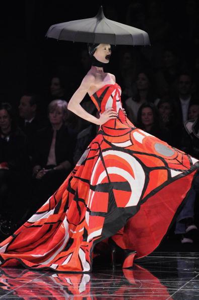 Alexander McQueen - Designer Label「Alexander McQueen: Paris Fashion Week Ready-to-Wear A/W 09」:写真・画像(5)[壁紙.com]