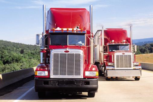 Approaching「Trucks on highway」:スマホ壁紙(11)