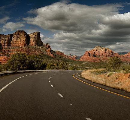 Sedona「Road through rock formations, Sedona, Arizona, United States」:スマホ壁紙(0)