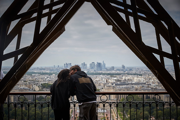 Eiffel Tower「The Eiffel Tower Reopens To Public」:写真・画像(17)[壁紙.com]