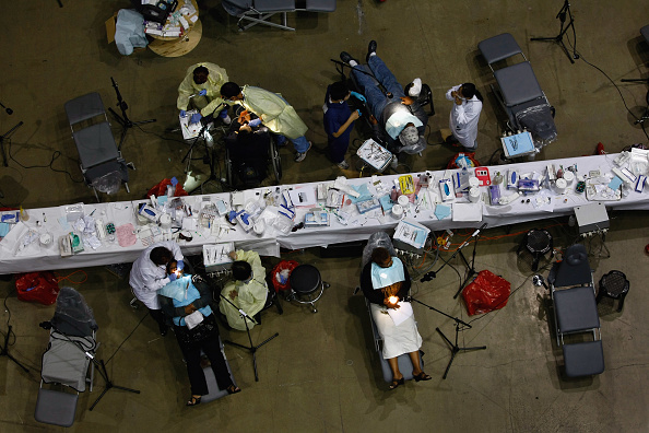 John Moore「Thousands Receive Free Medical Treatment At The Forum In Los Angeles」:写真・画像(15)[壁紙.com]