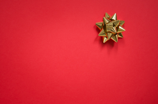 Christmas Paper「Gold bow on christmas red background」:スマホ壁紙(10)