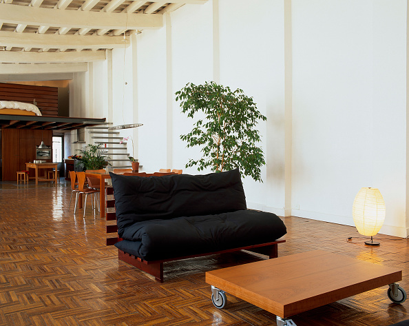 Furniture「View of a couch near a wooden table in a living room」:写真・画像(7)[壁紙.com]