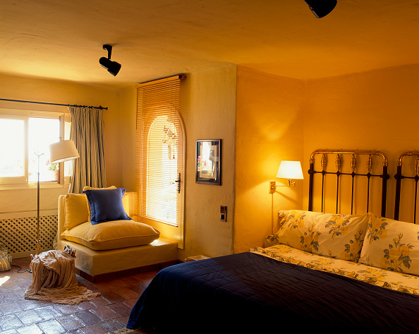 Yellow「View of a comfortable bed in a cozy bedroom」:写真・画像(2)[壁紙.com]