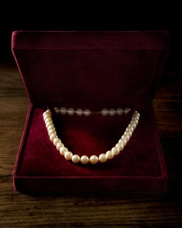 Velvet「Pearl necklace in velvet box」:スマホ壁紙(17)