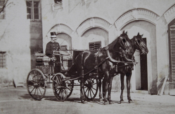 Horse「Two-Horse Carriage With Uniformed Coachman With Cylinder. About 1865. Carte-De-Visite Photograph By Edward Pfeiffer. Linz. [No Digging. 423].」:写真・画像(8)[壁紙.com]