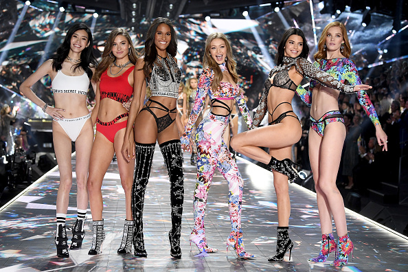 ファッションショー「2018 Victoria's Secret Fashion Show in New York - Runway」:写真・画像(1)[壁紙.com]