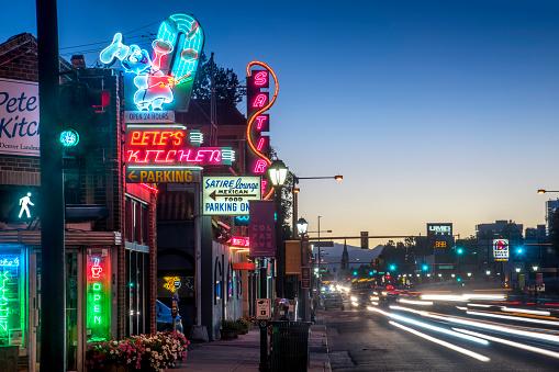 Blurred Motion「Neon Lights, Business's on East Colfax Street, Denver, Colorado」:スマホ壁紙(12)