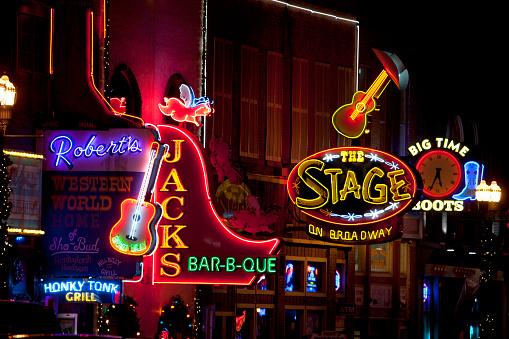 Downtown District「Neon Lights of Lower Broadway, Nashville, TN」:スマホ壁紙(10)