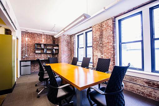 St「Empty conference room in modern office」:スマホ壁紙(9)