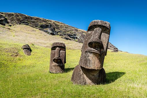Volcanic Landscape「Easter Island Statues Rano Raraku Moais Rapa Nui」:スマホ壁紙(10)