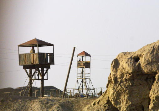 Uzbekistan「Guards at Uzbekistan and Afghanistan Border」:写真・画像(3)[壁紙.com]