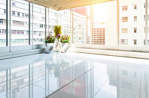 Built Space「Empty modern office with glass window」:スマホ壁紙(5)