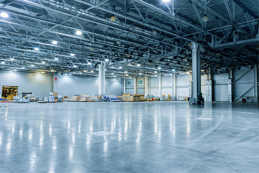 Storage Room「Empty Modern Warehouse」:スマホ壁紙(1)