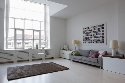 Germany「Empty modern living room」:スマホ壁紙(3)