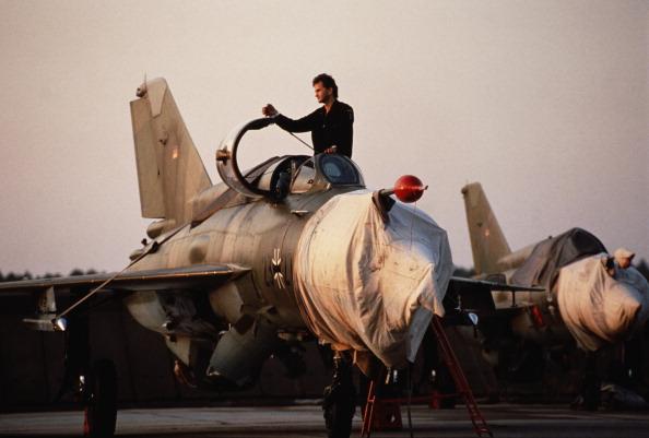 Air Force「Surplus East German MiGs」:写真・画像(1)[壁紙.com]